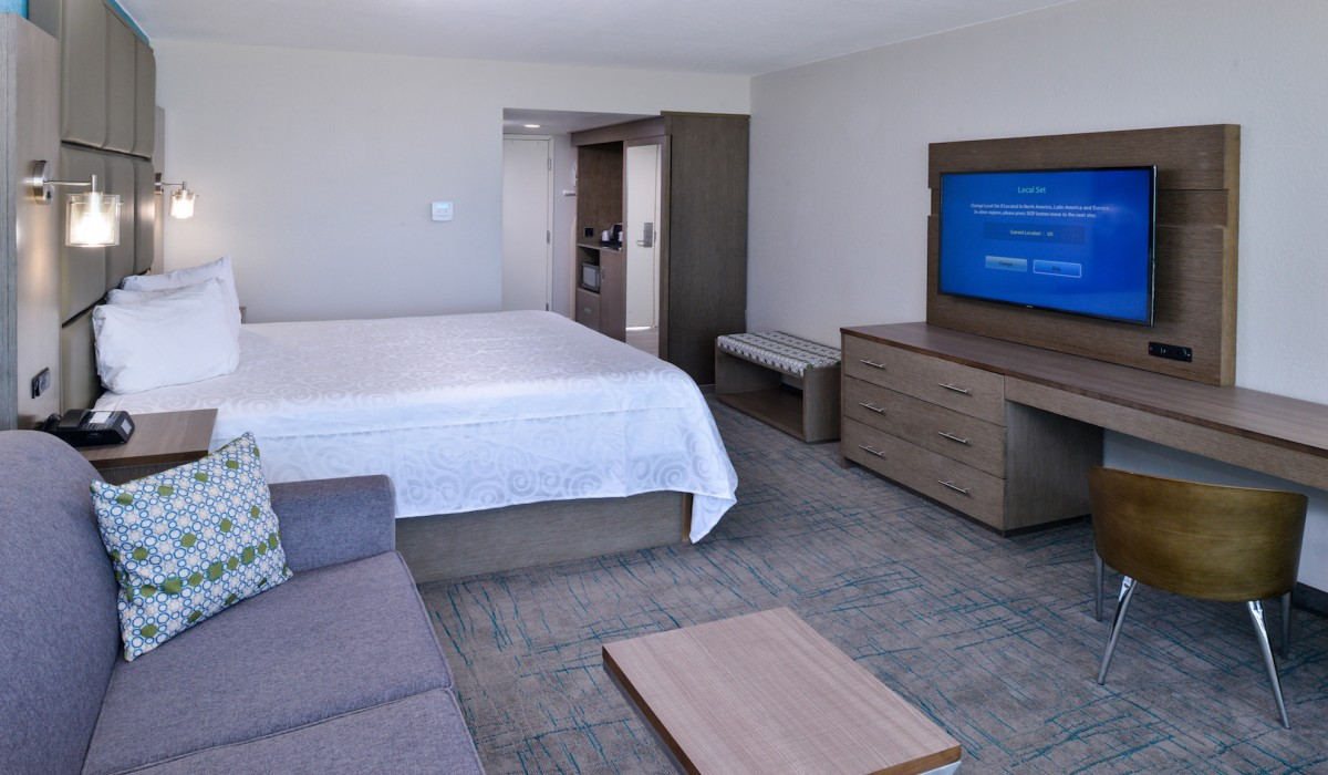 Cabana Shores Hotel - Newly remodelled rooms with flatscren TVs