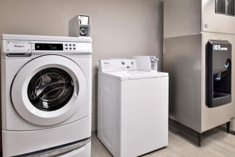 Cabana Shores Hotel - Laundry Room